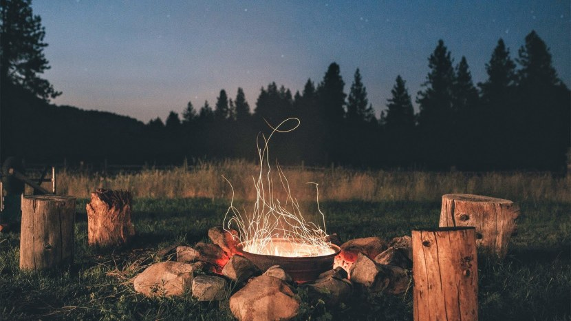 Campfire with tree stump, Courtesy of Wallup.net